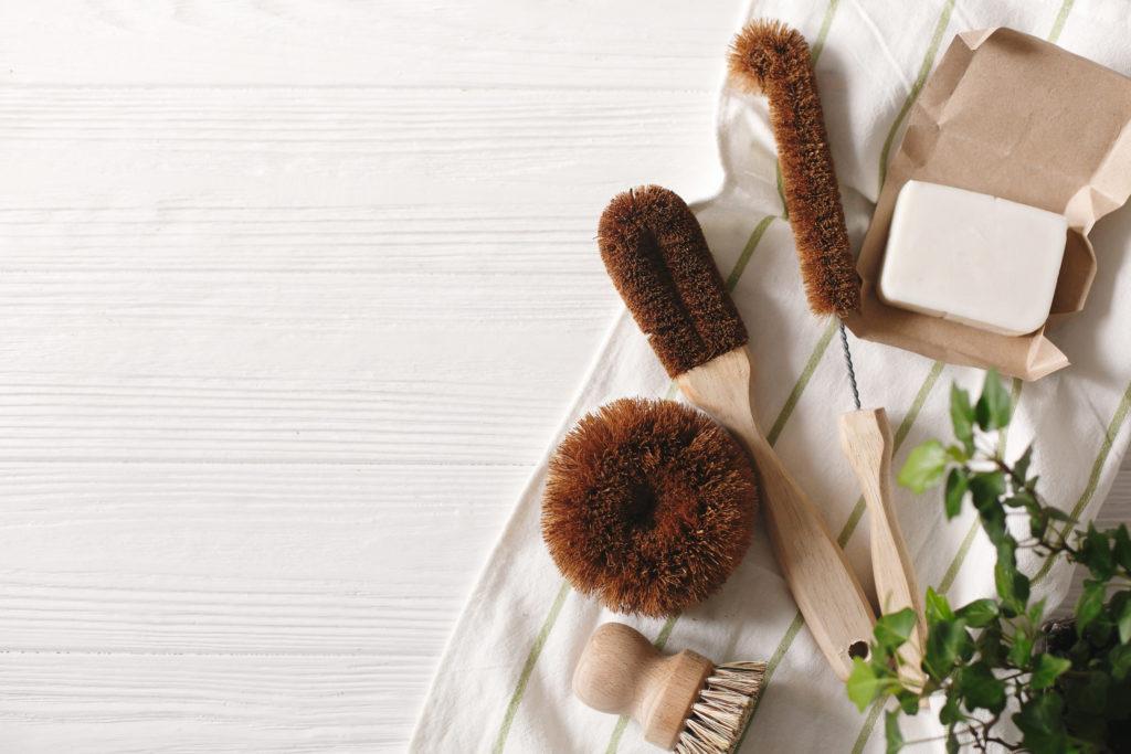 Nachhaltige Reinigungsprodukte, Spülbürsten, Schwämme, Nachhaltigkeit in der Ferienwohnung