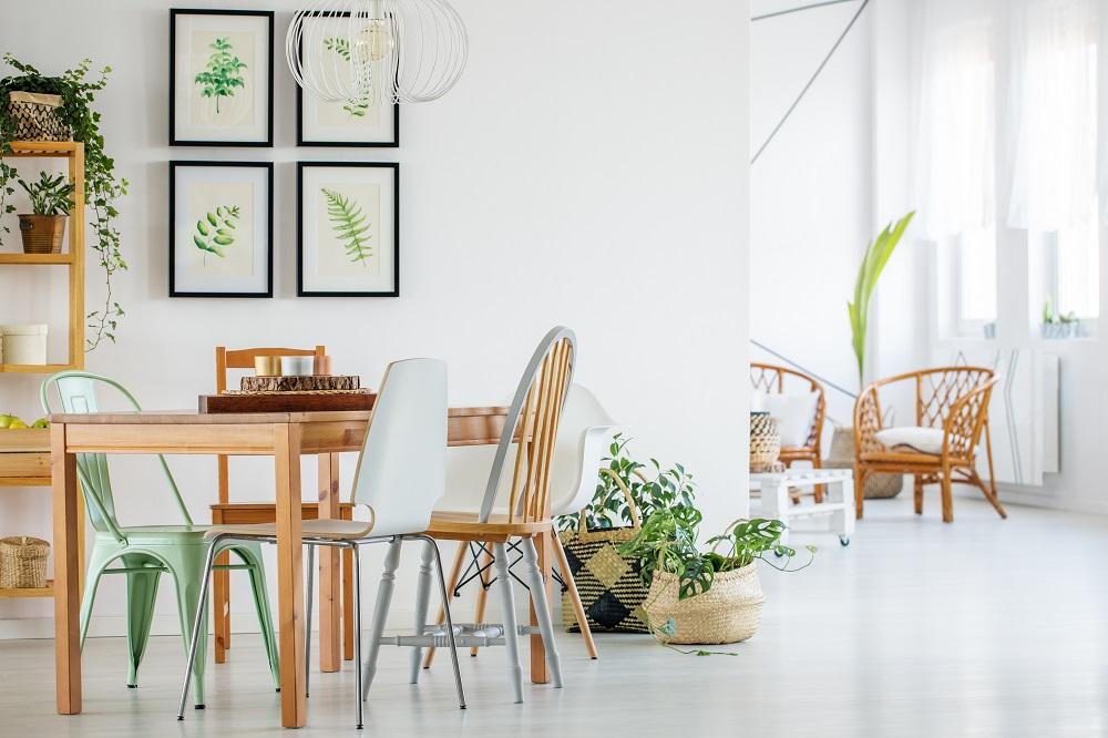 Moderne Ferienwohnung, Esstisch mit Stühlen