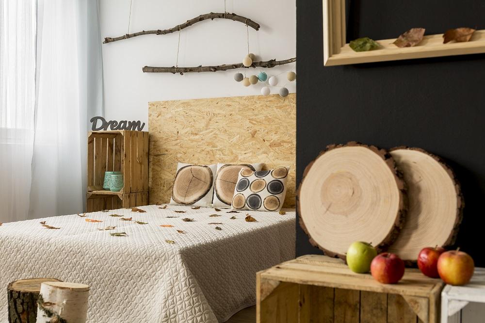 Herbst Deko im Schlafzimmer für eine nachhaltige Ferienwohnung